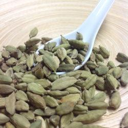 Cardamom, grün, ganz